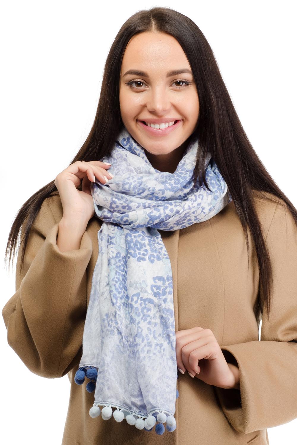 Палантин12D-1605Женский палантин Moltini изготовлен из модала с добавлением шерсти. Он оформлен абстрактным принтом в виде цветных пятен и дополнен отделкой в виде небольших помпонов по краю.