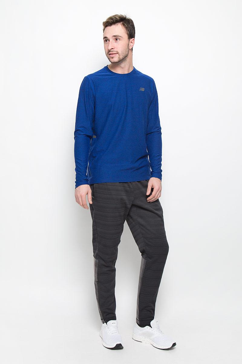 Брюки спортивныеMP63037/BKHСпортивные мужские брюки для тренировок New Balance выполнены из плотного полиэстера с флисовой подкладкой. Модель имеет широкую резинку на поясе, объем талии регулируется при помощи шнурка-кулиски. Брюки дополнены двумя втачными карманами на застежках-молниях спереди и оснащены прорезиненными вставками и застежками-молниями по низу брючин. Изделие оформлено светоотражающими полосками.