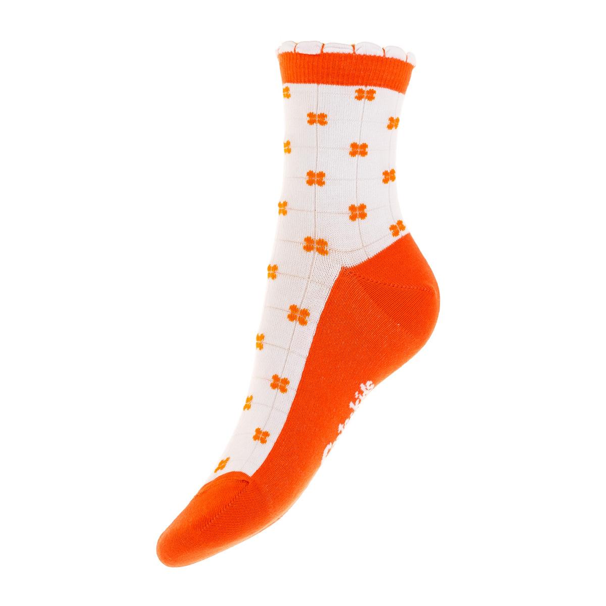 Носки03803-238Удобные носочки для девочки Conte-Kids Tip-top, изготовленные из высококачественного комбинированного материала, очень мягкие и приятные на ощупь, позволяют коже дышать. Модель оформлена эластичной резинкой в паголенке, которая плотно облегает ногу, обеспечивая комфорт и удобство. Носки оформлены ярким принтом.
