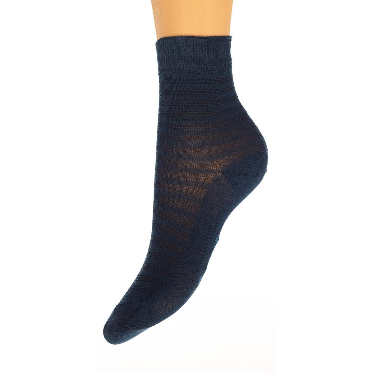 Носки15329-236Удобные носочки для мальчика Conte-Kids Class, изготовленные из высококачественного комбинированного материала, очень мягкие и приятные на ощупь, позволяют коже дышать. Модель оформлена эластичной резинкой в паголенке, которая плотно облегает ногу, обеспечивая комфорт и удобство.