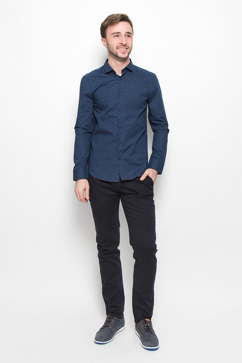 РубашкаMX3025568Мужская рубашка Mexx выполнена из натурального хлопка. Рубашка slim fit с длинными рукавами и отложным воротником застегивается на пуговицы спереди. Манжеты рукавов также застегиваются на пуговицы. Рубашка оформлена мелким цветочным принтом.