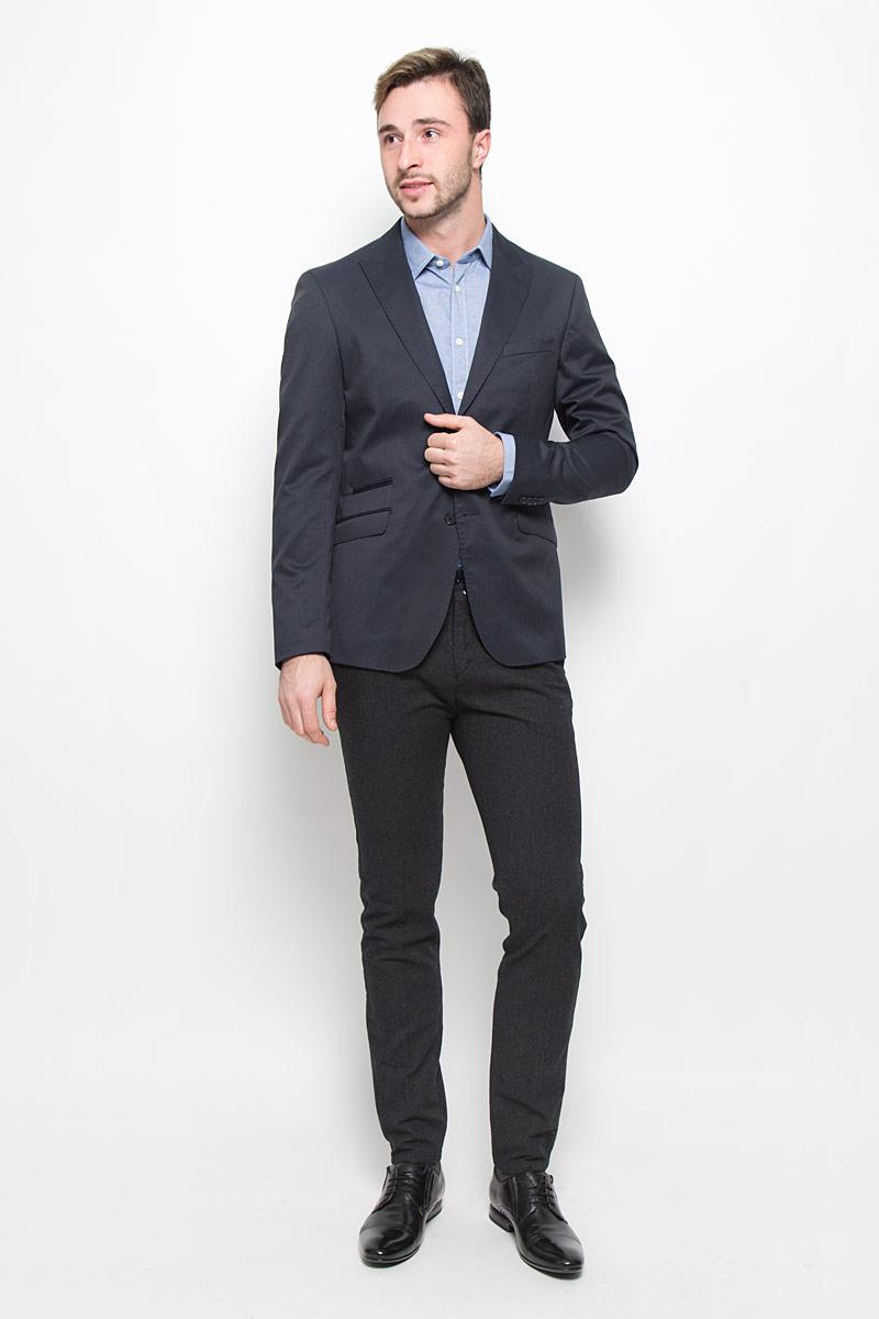 MX3025342_MN_BLZ_009_418Мужской пиджак Mexx изготовлен из высококачественного комбинированного материала. Подкладка пиджака выполнена из полиэстера и вискозы, а подкладка на рукавах из 100% полиэстера. Пиджак с воротником с лацканами и длинными рукавами застегивается на две пуговицы. Манжеты рукавов оформлены декоративными пуговицами. Пиджак имеет два накладных кармана с клапанами, один нагрудный карман и три внутренних втачных кармана, а также внутренний втачной карман на пуговице.