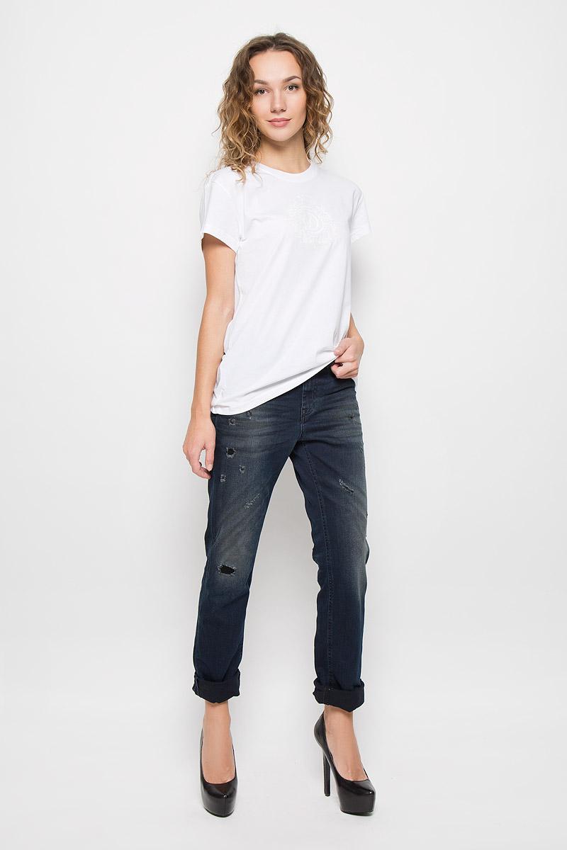 00STTS-00CZJ/900Стильная женская футболка Diesel, выполненная из натурального хлопка, подчеркнет ваш уникальный стиль и поможет создать оригинальный женственный образ. Футболка с короткими рукавами и круглым вырезом горловины оформлена термоаппликацией с логотипом бренда. Такая футболка будет дарить вам комфорт в течение всего дня и послужит замечательным дополнением к вашему гардеробу.