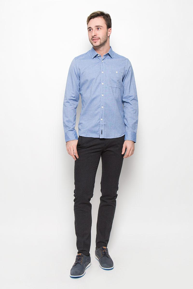 Рубашка111242184/G80Стильная мужская рубашка Marc OPolo, выполненная из натурального хлопка, позволяет коже дышать, тем самым обеспечивая наибольший комфорт при носке. Модель классического кроя с отложным воротником застегивается на пуговицы по всей длине. Длинные рукава рубашки дополнены манжетами на пуговицах. На груди расположен накладной карман на пуговице.