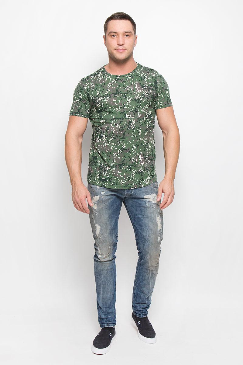 1036198.00.12_7648Стильная мужская футболка Tom Tailor Denim выполнена из натурального хлопка. Материал очень мягкий и приятный на ощупь, обладает высокой воздухопроницаемостью и гигроскопичностью, позволяет коже дышать. Модель прямого кроя с круглым вырезом горловины оформлена оригинальным принтом.