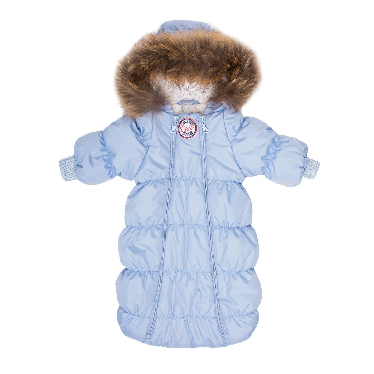 Комбинезон утепленныйВ1-1Если вы ожидаете появления малыша этой зимой, то первая вещь, которая вам понадобится, - это уютный комбинезон-конверт. Благодаря лёгкому и тёплому наполнителю Isosoft, он согреет Вашего кроху во время зимних прогулок. Трикотажная подкладка из 100% хлопка с воздухопроницаемыми и водоотводными свойствами не позволит ему вспотеть, даже если малыш проспит на улице три часа. Ручки младенца можно легко спрятать в отворачивающуюся варежку. Капюшон оторочен натуральным мехом енота, внутри натуральная ткань. Удобная двойная молния позволяет легко одеть и раздеть ребёнка или просто поменять подгузник и продолжить прогулку до -30°С.