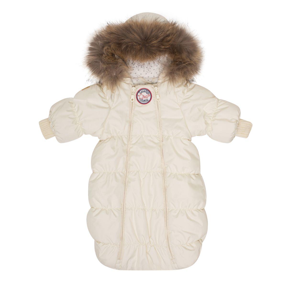 Комбинезон утепленныйВ1-1Если вы ожидаете появления малыша этой зимой, то первая вещь, которая вам понадобится, - это уютный комбинезон-конверт. Благодаря лёгкому и тёплому наполнителю Isosoft, он согреет вашего кроху во время зимних прогулок. Трикотажная подкладка с воздухопроницаемыми и водоотводными свойствами не позволит ему вспотеть, даже если малыш проспит на улице три часа. Подходит для прогулок при при температуре до -30°. Ручки младенца можно легко спрятать в отворачивающуюся варежку. Капюшон оторочен натуральным мехом енота. Удобная двойная молния позволяет легко одеть и раздеть ребёнка или просто поменять подгузник и продолжить прогулку.