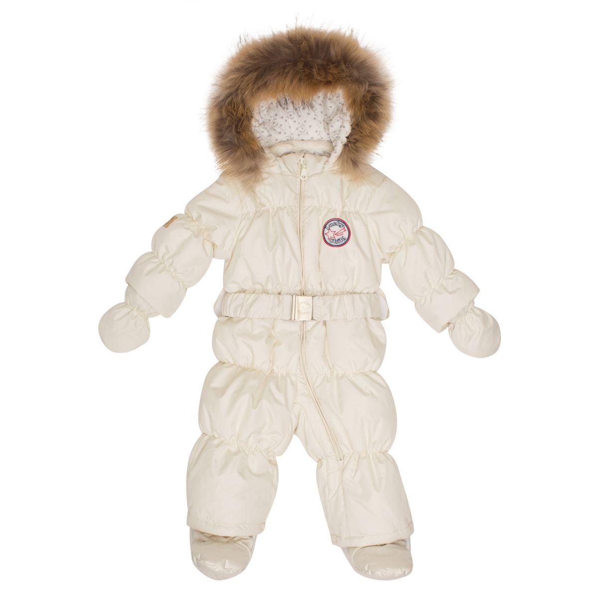 Комбинезон утепленныйВ1-3Этой зимой вашему малышу предстоит впервые увидеть снег? Подберите для этого важного знакомства удобный и тёплый комбинезон Lucky Child! Он выполнен из курточной ткани с влагостойкой пропиткой, а значит, не промокнет, даже если Ваша кроха, знакомясь со снегом, решит нырнуть в сугроб. Наполнитель - лёгкий и тёплый Isosoft, который позволит ребёнку не мёрзнуть при температуре до -30°и при этом вести активную деятельность во время прогулки. Трикотажная подкладка (кулирка) обладает воздухопроницаемыми и водоотводными свойствами, что очень важно, если малыш вспотеет. Капюшон оторочен натуральным мехом енота. Ножки и ручки малыша утеплят отстёгивающиеся варежки и сапожки.