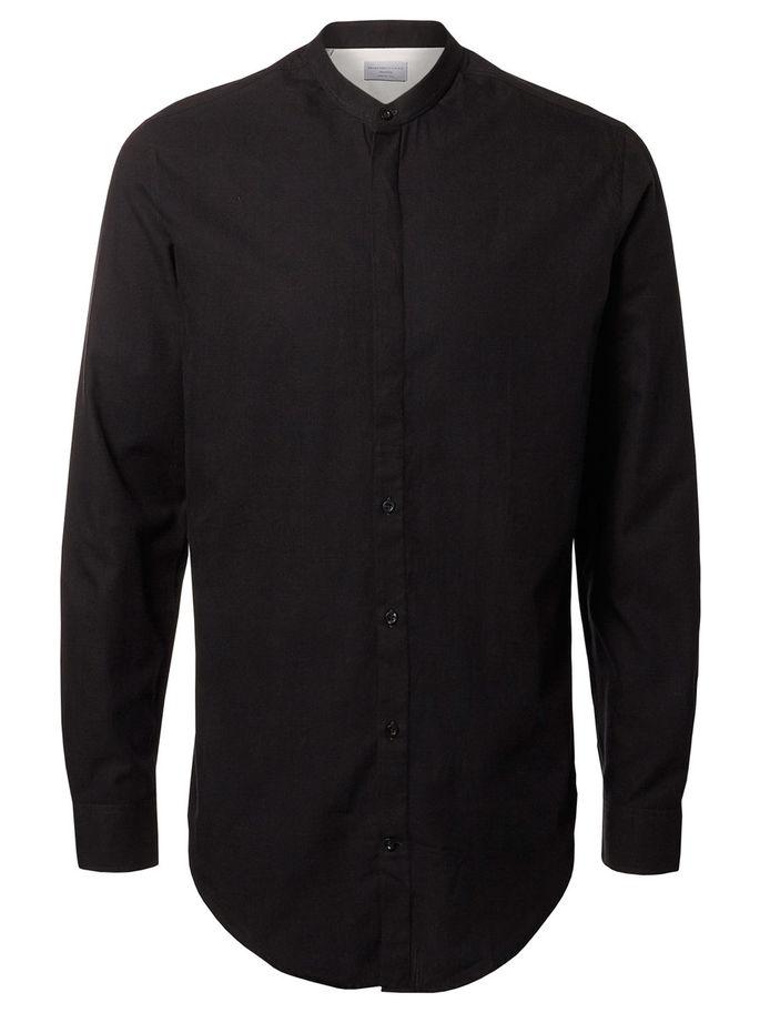 16052244_CaviarМужская рубашка Selected Homme выполнена из натурального хлопка. Рубашка с длинными рукавами и круглым вырезом горловины застегивается на пуговицы спереди. Манжеты рукавов также застегиваются на пуговицы.