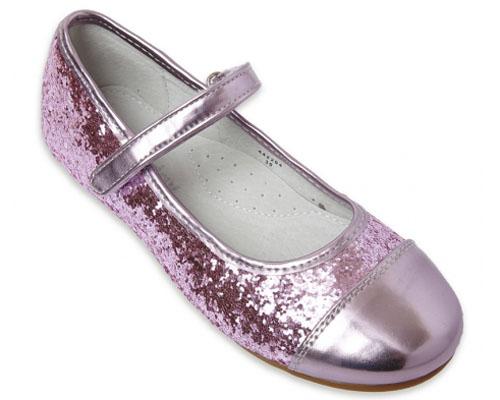 442203Замечательные детские туфли для девочки PlayToday, оформленные серебристыми блестками, - идеальный вариант для праздника. Подошва выполнена из гибкого, нескользящего материала, устойчивого к истиранию. Рифление обеспечивает надежное сцепление с поверхностью. Мягкая профилированная стелька с супинатором выполнена из натуральной кожи. Удобная пяточная часть укреплена жестким задником. Отделка внутри выполнена из мягкой натуральной кожи. Застежка-ремешок на липучке отлично фиксирует модель на ноге. Лаковый носок и застежка на липучке в тон изделия добавляют оригинальности. Эти туфли созданы для настоящих принцесс!