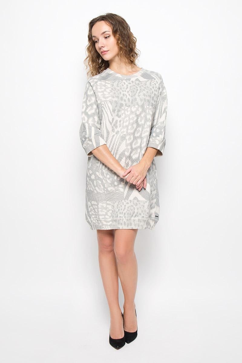 Платье00SUKD-0CAKV/129Стильное платье выполнено из высококачественного материала. Платье свободного силуэта с круглым вырезом горловины и рукавами 3/4. Горловина, манжеты рукавов и низ изделия дополнены трикотажными резинками.