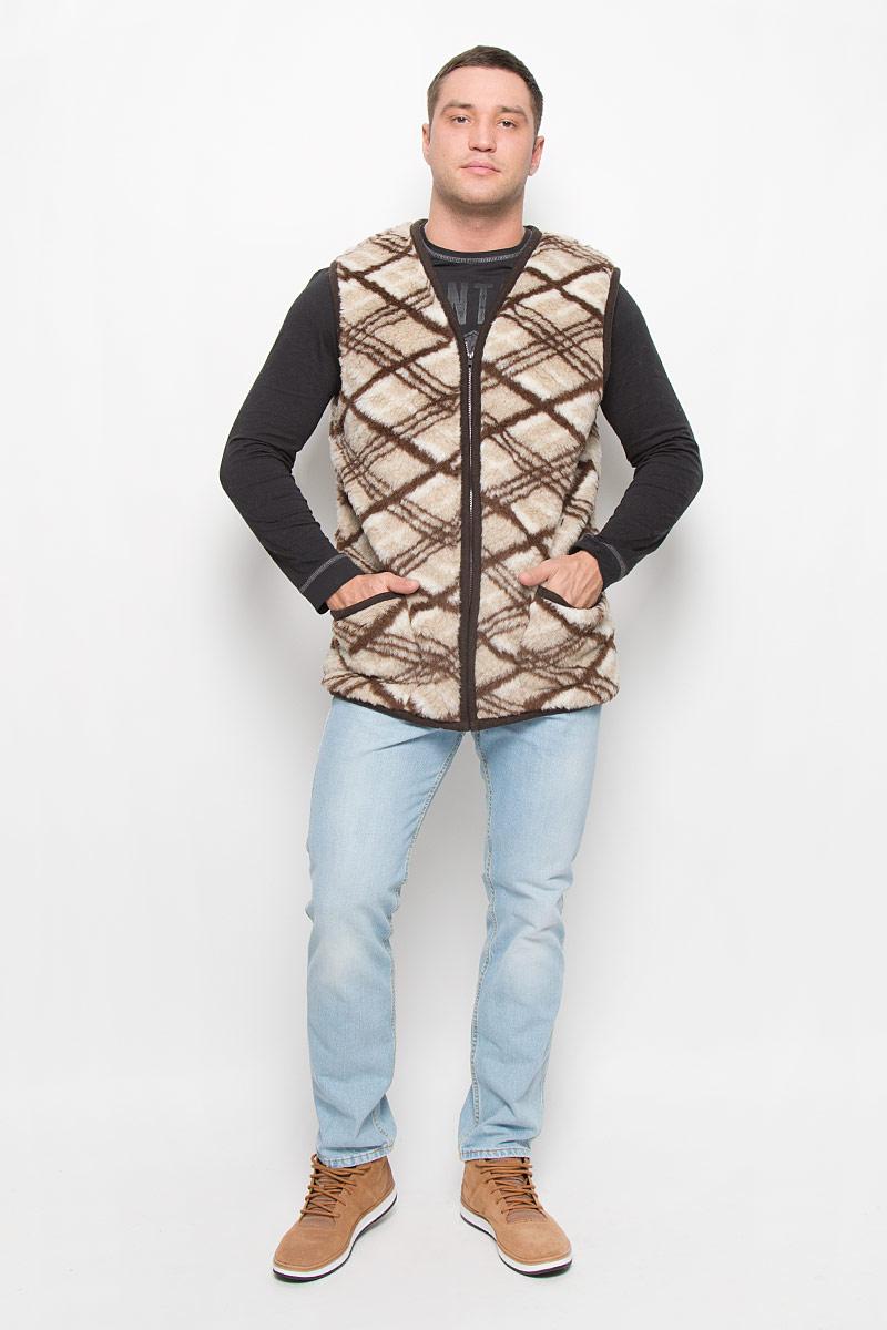 020150-0300.44/1Утепленный мужской жилет Holty Рубин выполнен из натуральной овечьей шерсти и оформлен текстильной окантовкой. Модель с V-образным вырезом горловины застегивается на пластиковую застежку-молнию. Спереди жилет дополнен двумя накладными карманами.