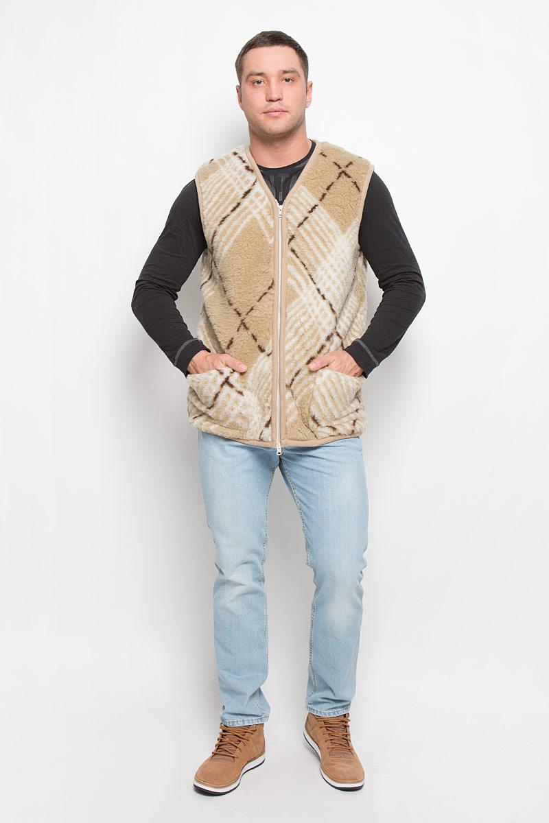 Жилет утепленный020150-0300.26Утепленный мужской жилет Holty Рубин выполнен из натуральной овечьей шерсти и оформлен текстильной окантовкой. Модель с V-образным вырезом горловины застегивается на пластиковую застежку-молнию. Спереди жилет дополнен двумя накладными карманами.