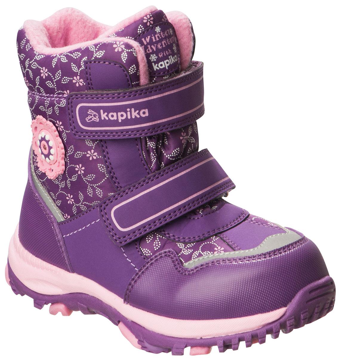 Ботинки41180-1Легкие, удобные и теплые ботинки от Kapika выполнены из мембранных материалов и искусственной кожи. Два ремешка на застежках-липучках надежно фиксируют изделие на ноге. Мягкая подкладка и стелька из шерсти обеспечивают тепло, циркуляцию воздуха и сохраняют комфортный микроклимат в обуви. Подошва с протектором гарантирует идеальное сцепление с любыми поверхностями. Идеальная зимняя обувь для активных детей. Модель большемерит на 1 размер.