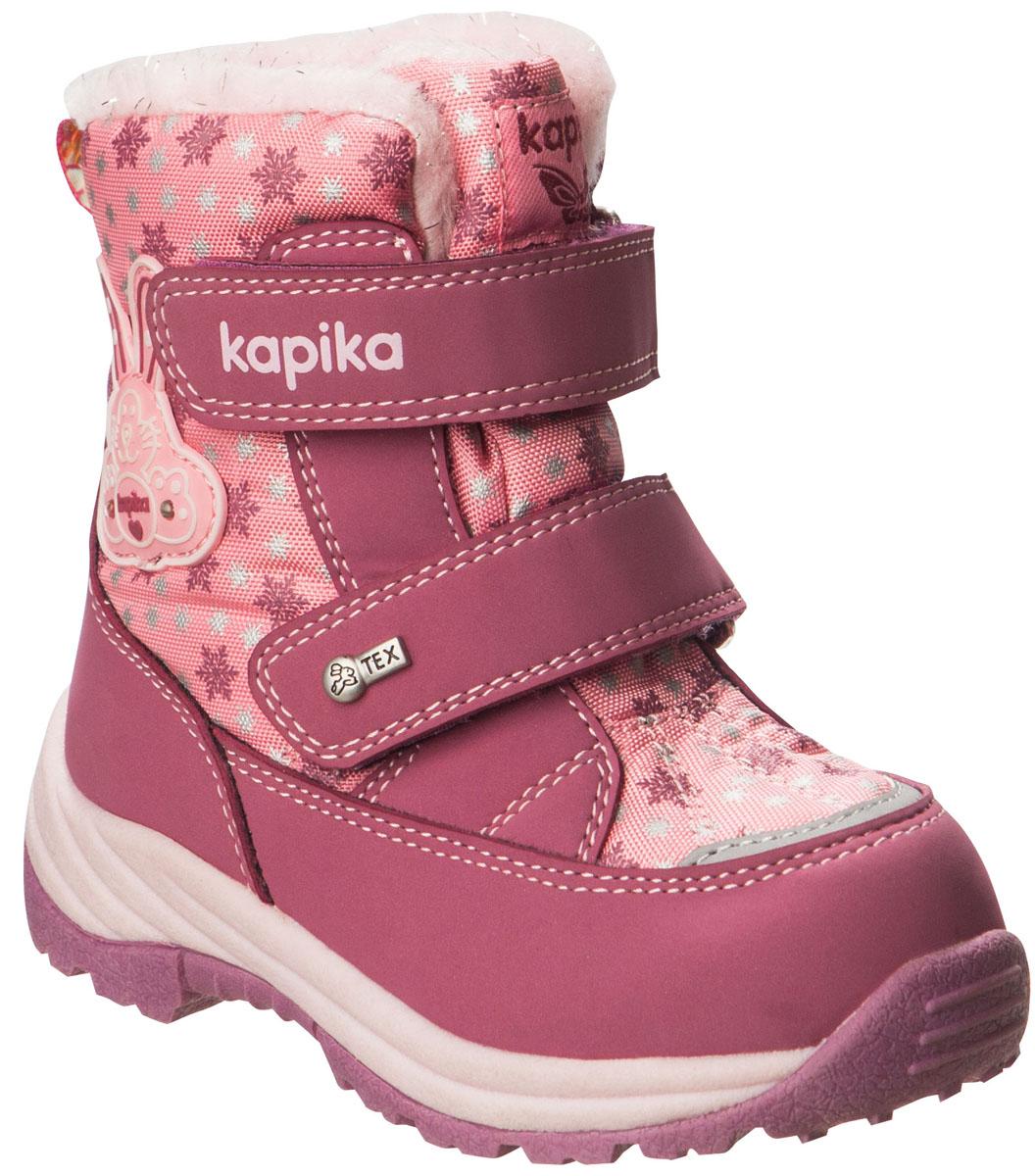Ботинки41161-1Легкие, удобные и теплые ботинки от Kapika выполнены из мембранных материалов и искусственной кожи. Два ремешка на застежках-липучках надежно фиксируют изделие на ноге. Мягкая подкладка и стелька из шерсти обеспечивают тепло, циркуляцию воздуха и сохраняют комфортный микроклимат в обуви. Подошва с протектором гарантирует идеальное сцепление с любыми поверхностями. Идеальная зимняя обувь для активных детей и подростков. Модель большемерит на 1 размер.