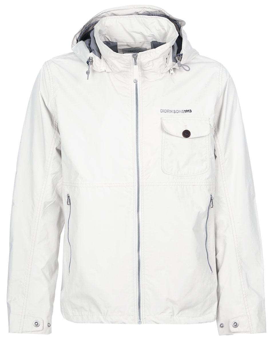 Куртка500054_122Классическая мужская куртка Didriksons1913 Storm System Emil выполнена из непромокаемой и непродуваемой мембранной ткани. Ткань полностью водонепроницаема, а швы проклеены. Подкладка изготовлена из полиэстера. Модель с капюшоном и воротником-стойкой застегивается на молнию с внутренней ветрозащитной планкой. Регулируемый капюшон пристегивается к куртке с помощью молнии. На рукавах предусмотрены хлястики с кнопками для регулировки объема. Зона локтя усилена дополнительным слоем ткани. По краю куртка дополнена затягивающимся эластичным шнурком со стопперами. Спереди расположены два прорезных кармана на молниях и один накладной карман с клапаном на пуговице. С внутренней стороны имеются прорезной карман с застежкой- молнией и карман для MP3. Рассчитана на температуру от +7°С до +15°С. Водонепроницаемость: 8000 мм.