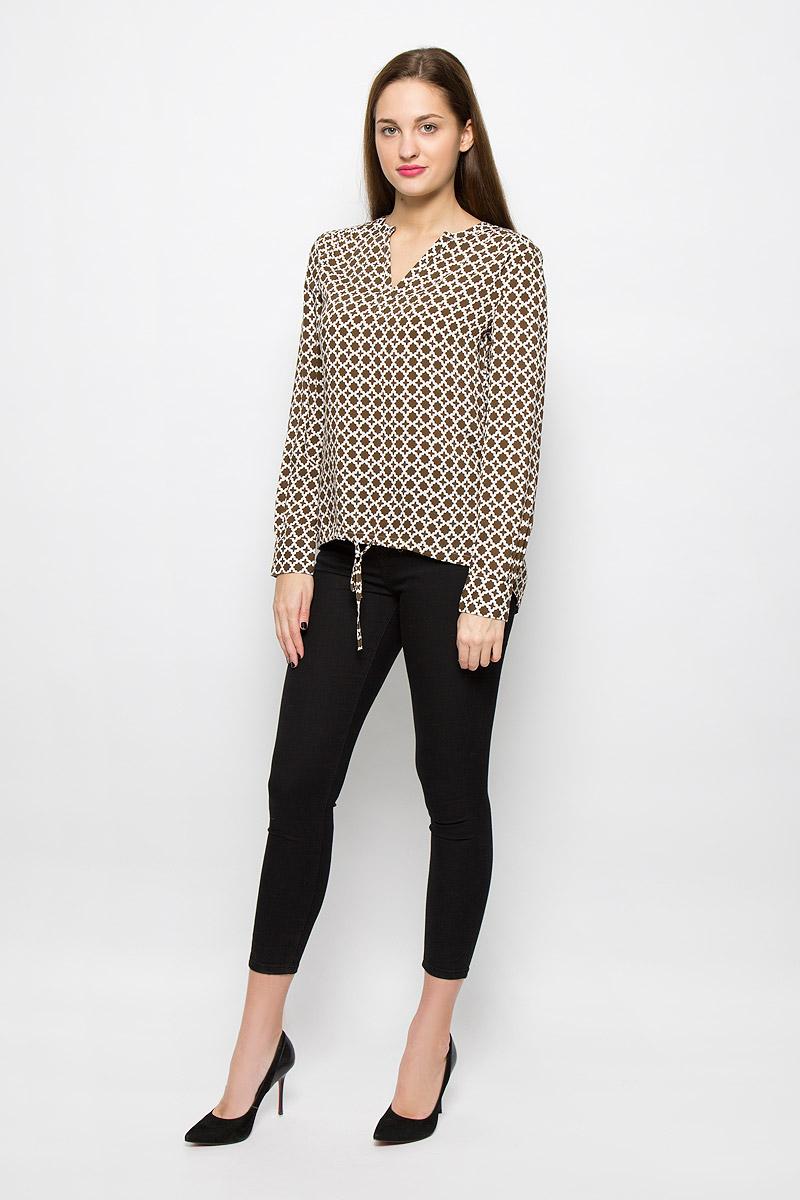 Блузка087142723/G67Женская блуза Marc OPolo с длинными рукавами и V-образным вырезом горловины выполнена из 100% модала. Блузка имеет свободный крой. Манжеты рукавов застегиваются на пуговицы. Модель оформлена контрастным принтом. Нижний край блузки спереди собран на затягивающийся шнурок с завязками.