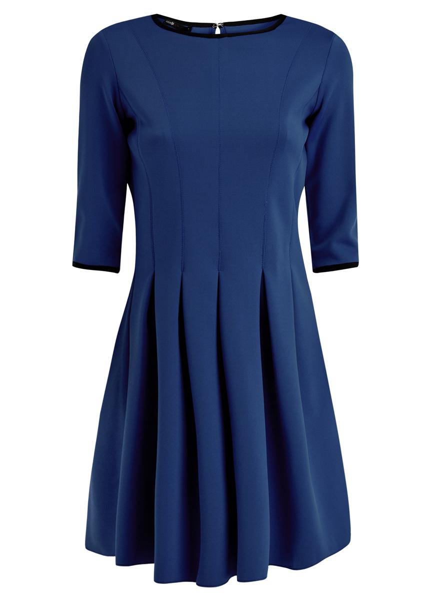 14001148/33735/7500NМодное платье oodji Ultra станет отличным дополнением к вашему гардеробу. Модель выполнена из качественного полиэстера с добавлением эластана. Платье-миди с круглым вырезом горловины и рукавами длинной 3/4 застегивается сзади по спинке на металлический крючок. От линии талии модель дополнена складками, которые придают объем и пышность.