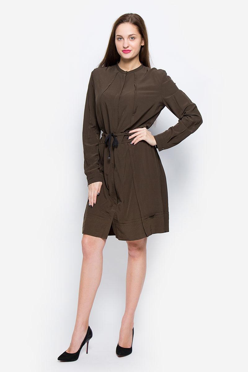 Платье00SSAU-0BAMU/5GIСтильное платье выполнено из высококачественной вискозы. Модель А-силуэта с круглым вырезом горловины и длинными рукавами застегивается спереди на металлические пуговицы, скрытые планкой. На талии платье дополнено утягивающим шнурком.