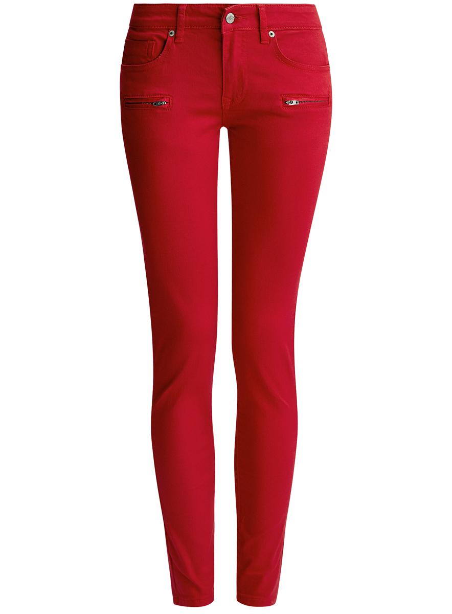 12103118/45029/4500NаСтильные женские джинсы oodji Denim выполнены из хлопка с добавлением полиуретана. Материал мягкий и приятный на ощупь, не сковывает движения и позволяет коже дышать. Джинсы-скинни со средней посадкой застегиваются на пуговицу в поясе и ширинку на застежке-молнии. На поясе предусмотрены шлевки для ремня. Спереди модель дополнена двумя втачными карманами и одним накладным кармашком, сзади - двумя накладными карманами. Модель спереди оформлена имитацией двух прорезных карманов с застежками-молниями.