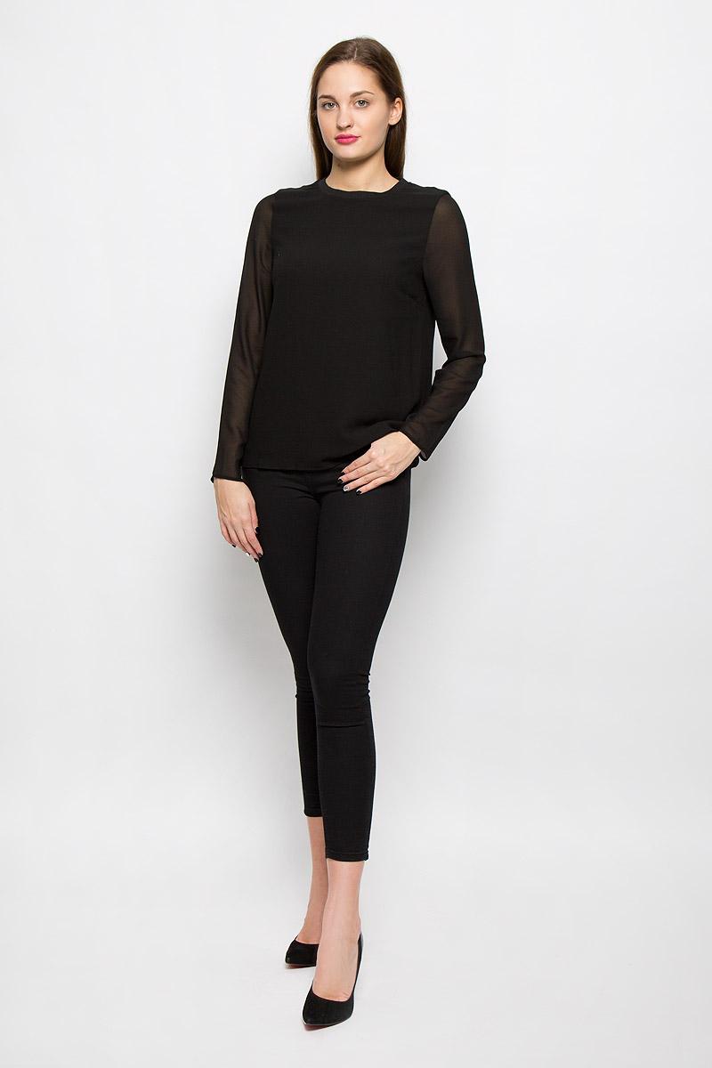 16052001_BlackЖенская блуза Selected Femme с длинными рукавами и круглым вырезом горловины выполнена из 100% полиэстера. Блузка имеет свободный крой. Вырез горловины дополнен эластичной вставкой.