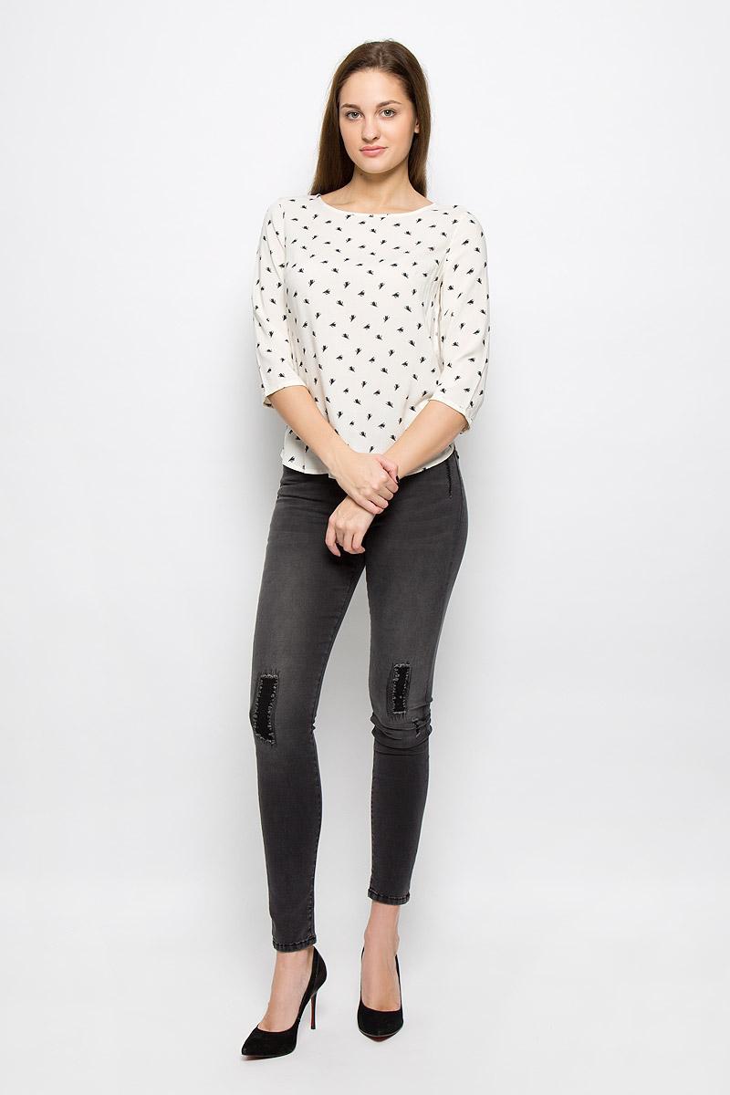 Блузка2032488.00.71_8626Женская блуза Tom Tailor Denim с рукавами 3/4 и круглым вырезом горловины выполнена из 100% вискозы. Блузка имеет свободный крой и застегивается на застежку-молнию на спинке. Манжеты рукавов застегиваются на пуговицы. Модель оформлена мелким контрастным принтом.
