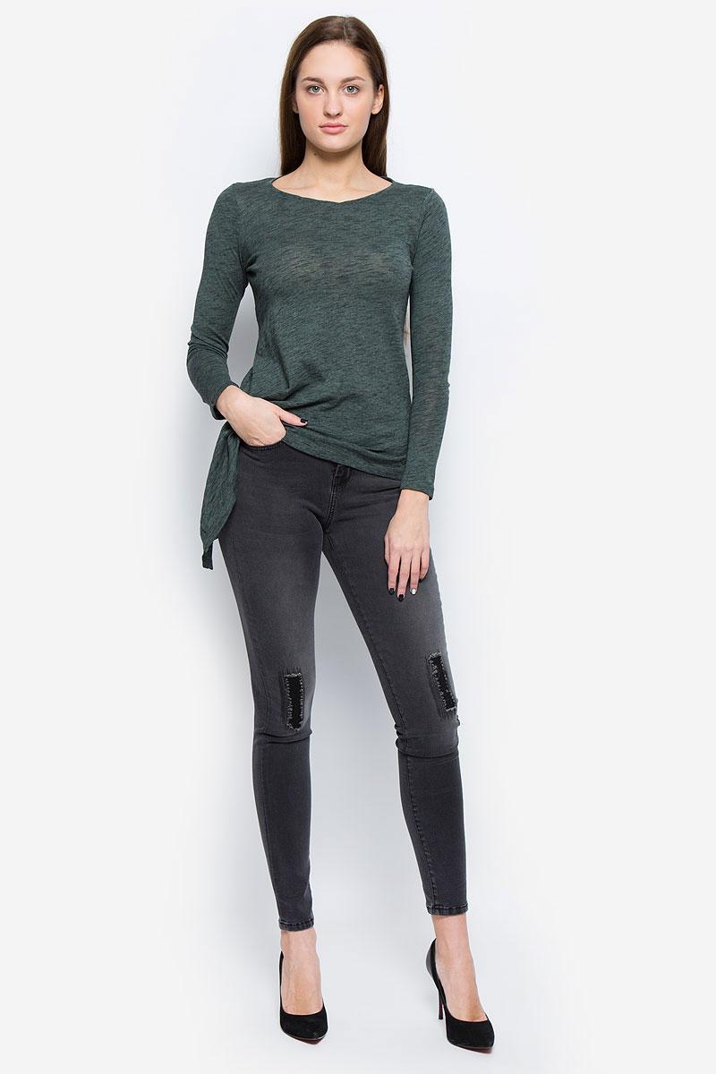 6205046.00.75_1200Стильные женские джинсы Tom Tailor Contemporary выполнены из хлопка с добавлением полиэстера, вискозы и эластана. Материал мягкий и приятный на ощупь, не сковывает движения и позволяет коже дышать. Джинсы-скинни со стандартной посадкой застегиваются на пуговицу в поясе и ширинку на застежке-молнии. На поясе предусмотрены шлевки для ремня. Джинсы имеют классический пятикарманный крой: спереди модель оформлена двумя втачными карманами и одним маленьким накладным кармашком, а сзади - двумя накладными карманами. Модель оформлена эффектом потертости и декоративными заплатками.