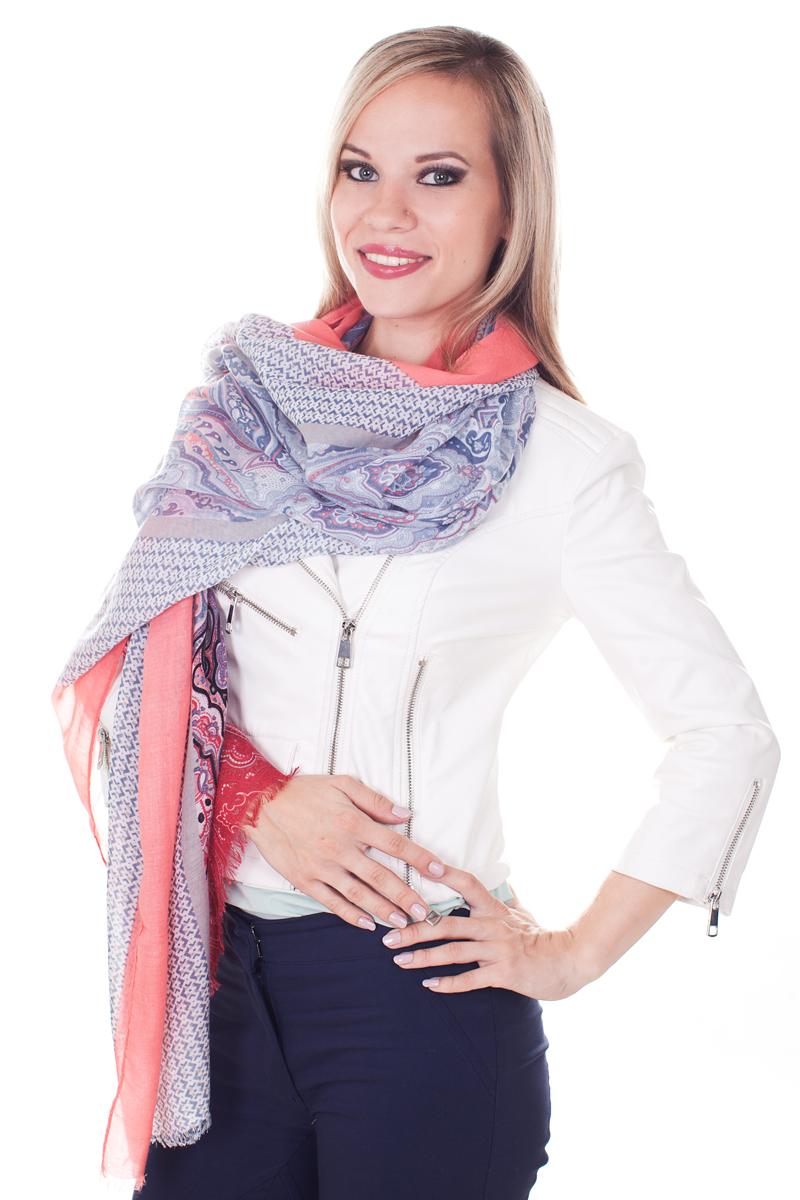 ПалантинYY-21661-10Стильный женский палантин Sophie Ramage станет великолепным завершением любого наряда. Палантин изготовлен из модала с добавлением шерсти и оформлен различными узорами. По краям модель дополнена неширокой бахромой. Изящный палантин поможет вам создать изысканный женственный образ, а также согреет в непогоду.
