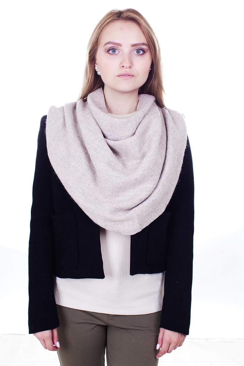 ПалантинYY-21662-12Стильный женский палантин Sophie Ramage станет великолепным завершением любого наряда. Палантин изготовлен из акрила и шерсти, а по краю украшен плетеной бахромой. Теплый и изящный палантин поможет вам создать изысканный женственный образ, а также согреет в непогоду.