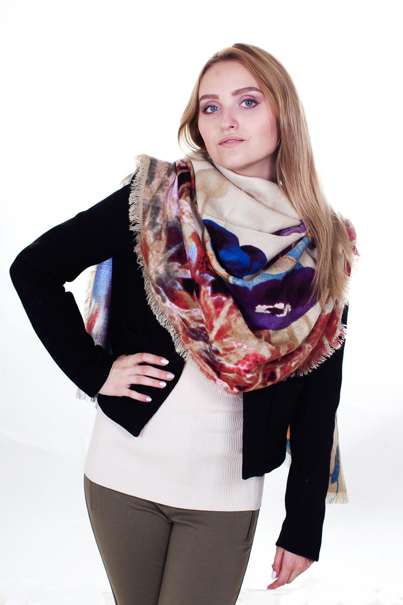 ПалантинYY-21611-16Стильный женский палантин Sophie Ramage станет великолепным завершением любого наряда. Палантин изготовлен из модала с добавлением шерсти и оформлен цветочным принтом. По краям модель дополнена неширокой бахромой. Изящный палантин поможет вам создать изысканный женственный образ, а также согреет в непогоду.