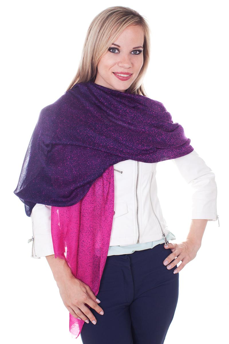 ПалантинYY-21629-3Стильный женский палантин Sophie Ramage станет великолепным завершением любого наряда. Палантин изготовлен из модала с добавлением шерсти. По краям модель дополнена неширокой бахромой. Изящный палантин поможет вам создать изысканный женственный образ, а также согреет в непогоду.