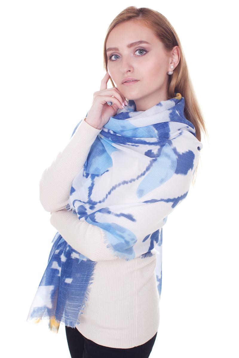 YY-21610-20Стильный женский палантин Sophie Ramage станет великолепным завершением любого наряда. Палантин изготовлен из модала с добавлением шерсти и оформлен нежным принтом. По краям модель дополнена неширокой бахромой. Изящный палантин поможет вам создать изысканный женственный образ, а также согреет в непогоду.