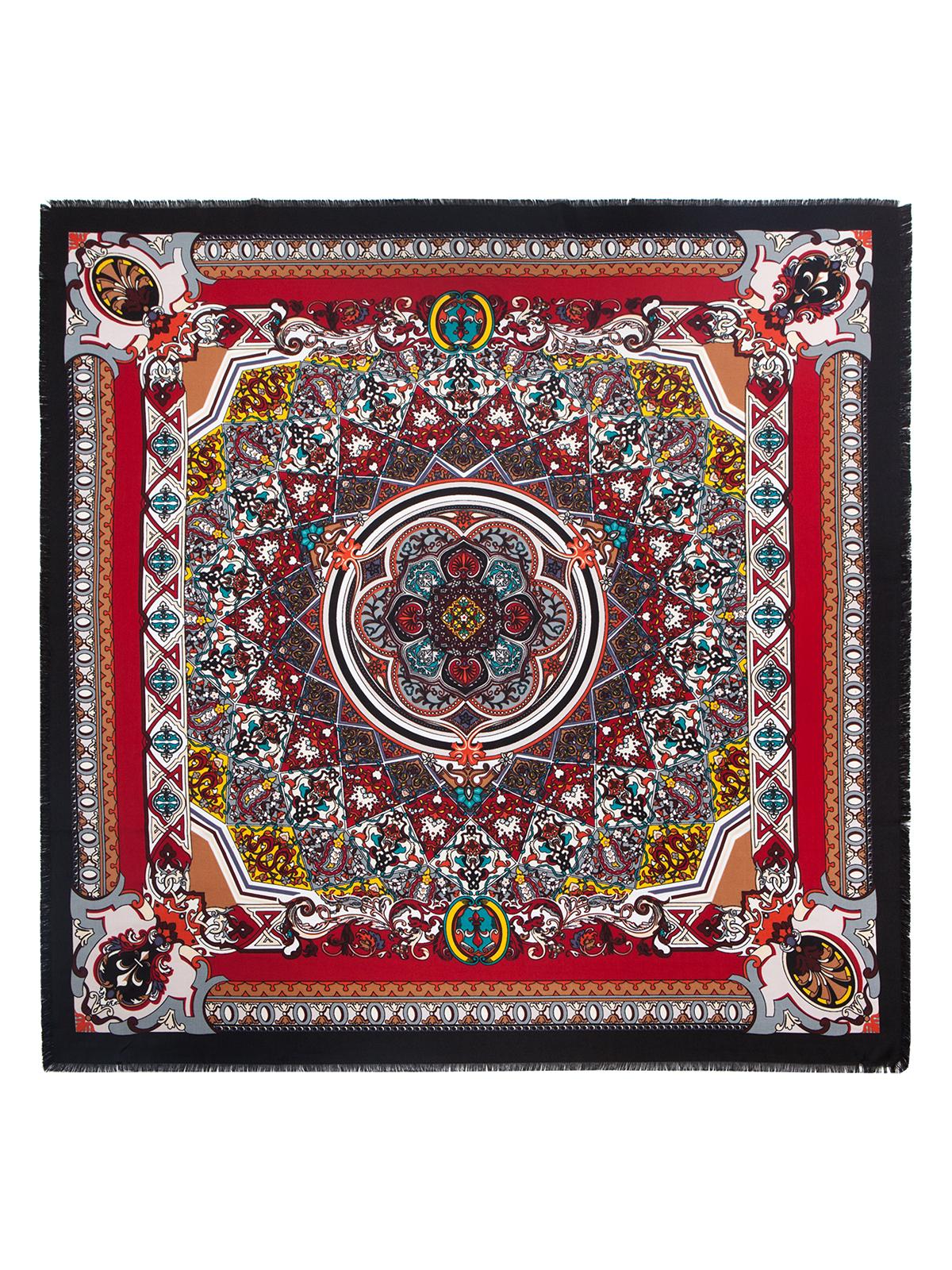 ПлатокLSZ33-526Платок от Labbra изготовлен из вискозы с добавлением шерсти и оформлен ярким принтом. Края изделия декорированы бахромой.