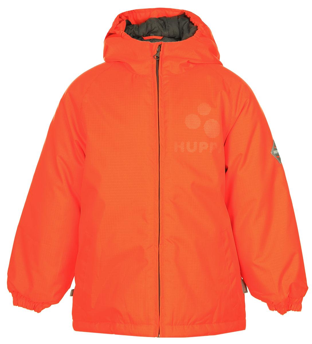 17710030-022Яркая детская куртка Huppa Classy идеально подойдет для ребенка в прохладное время года. Куртка изготовлена из водоотталкивающей и ветрозащитной ткани и утеплена синтепоном (100% полиэстер). В качестве подкладки также используется полиэстер. Куртка с капюшоном застегивается на пластиковую застежку-молнию и дополнительно имеет внутренний ветрозащитный клапан, а также защиту подбородка. По краю капюшон дополнен эластичными вставками. Низ рукавов обработан манжетами на резинках. Модель спереди дополнена втачными карманами. Куртка спереди и сзади оформлена светоотражающими элементами в виде названия бреда. На левом рукаве расположена небольшая нашивка с названием бренда. В такой куртке ваш ребенок будет чувствовать себя комфортно, уютно и всегда будет в центре внимания!