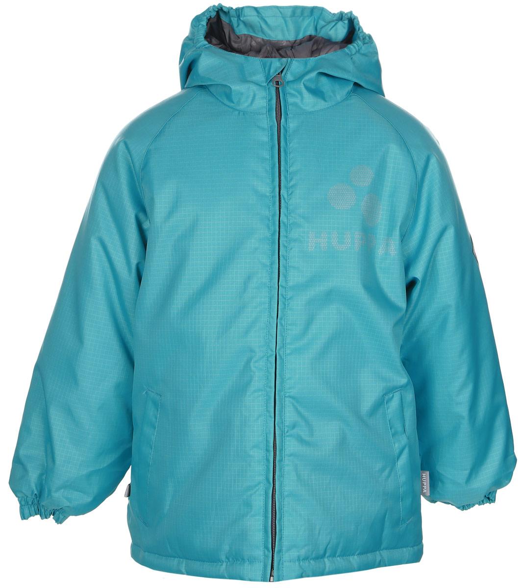 Куртка17710030-022Яркая детская куртка Huppa Classy идеально подойдет для ребенка в прохладное время года. Куртка изготовлена из водоотталкивающей и ветрозащитной ткани и утеплена синтепоном (100% полиэстер). В качестве подкладки также используется полиэстер. Куртка с капюшоном застегивается на пластиковую застежку-молнию и дополнительно имеет внутренний ветрозащитный клапан, а также защиту подбородка. По краю капюшон дополнен эластичными вставками. Низ рукавов обработан манжетами на резинках. Модель спереди дополнена втачными карманами. Куртка спереди и сзади оформлена светоотражающими элементами в виде названия бреда. На левом рукаве расположена небольшая нашивка с названием бренда. В такой куртке ваш ребенок будет чувствовать себя комфортно, уютно и всегда будет в центре внимания!