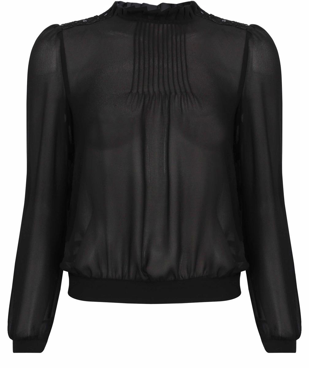 Блузка21411101/17358/2900NЖенская блуза oodji Collection с длинными рукавами и круглым вырезом горловины выполнена из 100% полиэстера. Блузка имеет свободный крой и застегивается на пуговицу на спинке. Манжеты рукавов также застегиваются на пуговицы. Горловина дополнена вставкой с оборками. Модель украшена кружевными вставками на плечах.