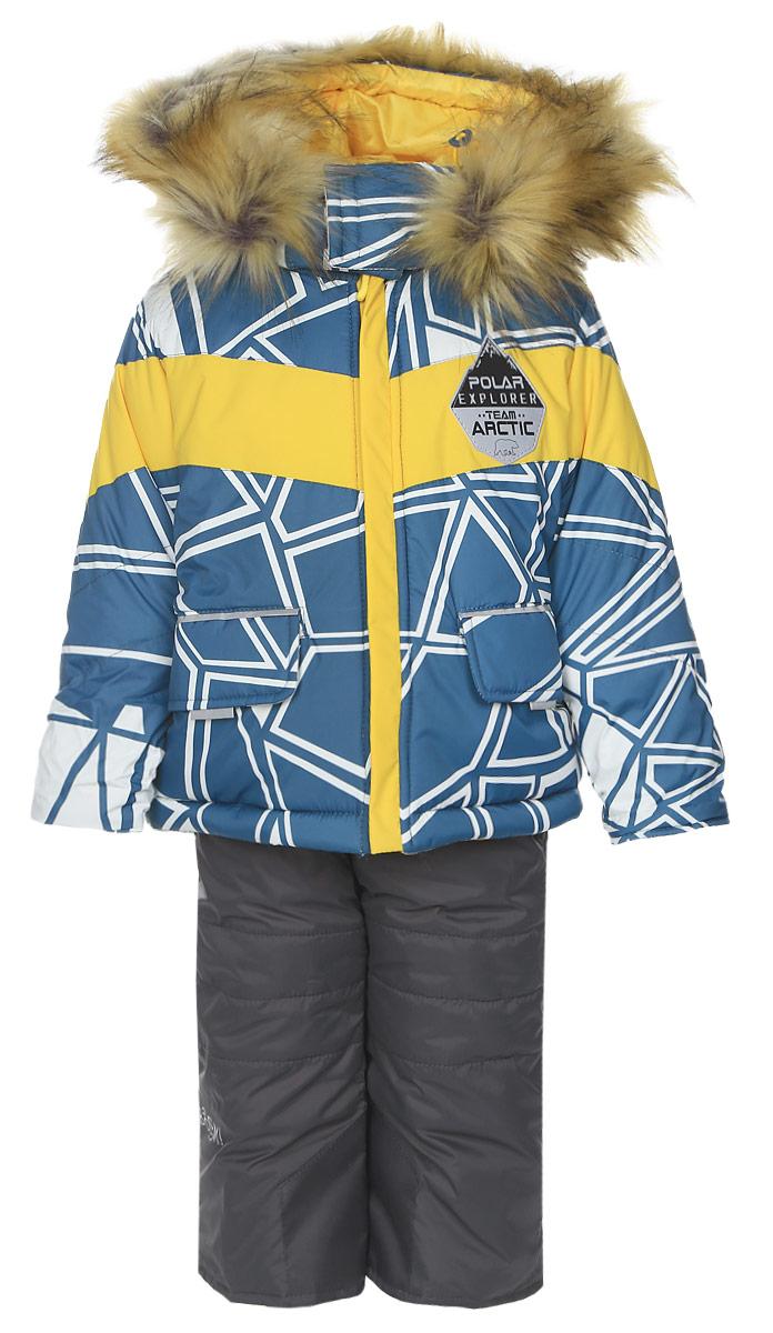 Комплект верхней одежды64358_BOB_вар.1Теплый комплект для мальчика Boom!, идеально подойдет вашему ребенку в холодное время года. Комплект состоит из куртки и полукомбинезона, изготовленных из водоотталкивающей ткани с утеплителем из синтепона. Куртка на флисовой подкладке в верхней части модели застегивается на пластиковую застежку-молнию и дополнительно имеет внутренний ветрозащитный клапан. Курточка с капюшоном, который застегивается на застежку молнию и имеет защиту подбородка. Капюшон регулируется скрытой эластичной резинкой с стопперами, под подбородком застегивается на липучки, дополнен искусственным мехом на молнии. Рукава дополнены трикотажными манжетами, которые мягко обхватывают запястья, не позволяя просачиваться холодному воздуху. Спереди имеются два накладных кармашка с клапанами на липучках. Внизу изделие дополнено скрытой эластичной резинкой с стопперами. Оформлена курточка яркими интересным принтом. Полукомбинезон с небольшой грудкой застегивается на пластиковую ...