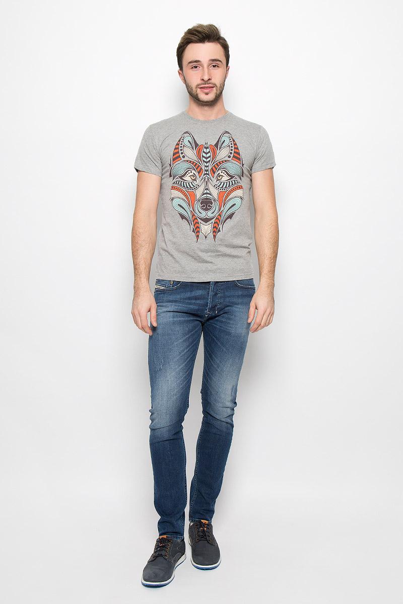 FS-001_ВолкМужская футболка Frutto Rosso Волк выполнена из натурального хлопка. Горловина дополнена трикотажной резинкой. Спереди модель оформлена оригинальным изображением волка.