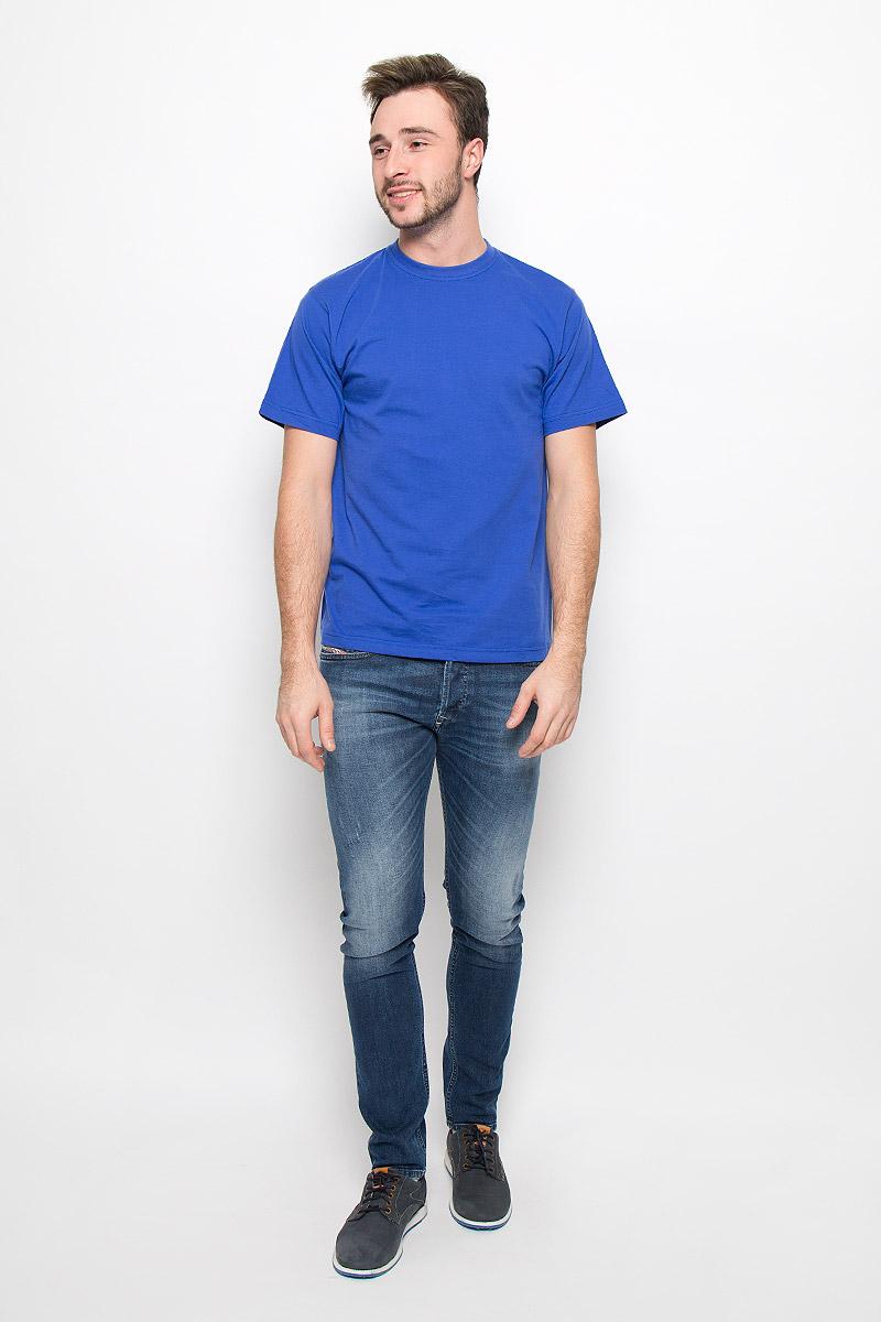 FR-001Мужская однотонная футболка Frutto Rosso выполнена из натурального хлопка. Горловина дополнена трикотажной резинкой.