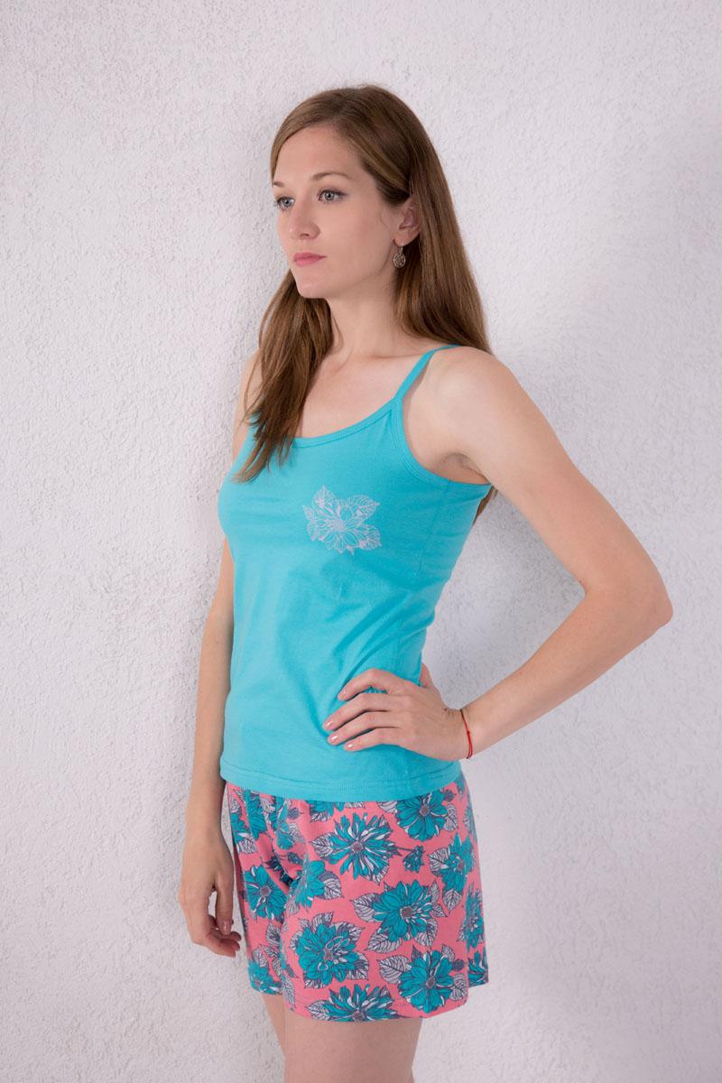 7117130107Женский домашний комплект одежды Violett, состоящий из майки и шорт, изготовлен из натурального хлопка. Майка с круглым вырезом горловины и нерегулируемыми бретелями оформлена спереди небольшим изображением цветка. Шорты, оформленные цветочным принтом, имеют эластичный пояс на талии и дополнены затягивающимся шнурком.