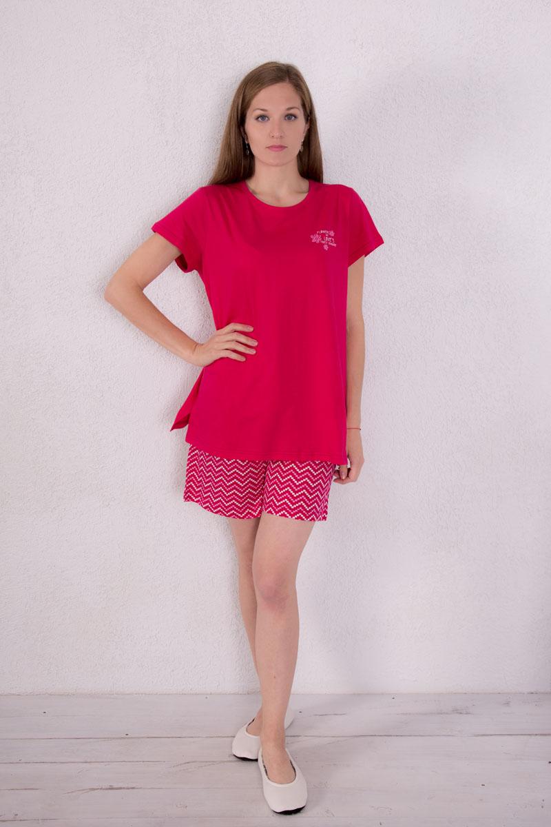 Домашний комплект7117130601Женский домашний комплект одежды Violett, состоящий из футболки и шорт, выполнен из натурального хлопка. Футболка с круглым вырезом горловины и короткими рукавами оформлена спереди надписями и изображением цветов. Нижняя часть футболки по боковым швам дополнена небольшими разрезами. Шорты, оформленные оригинальным принтом, имеют эластичный пояс на талии и дополнены затягивающимся шнурком.