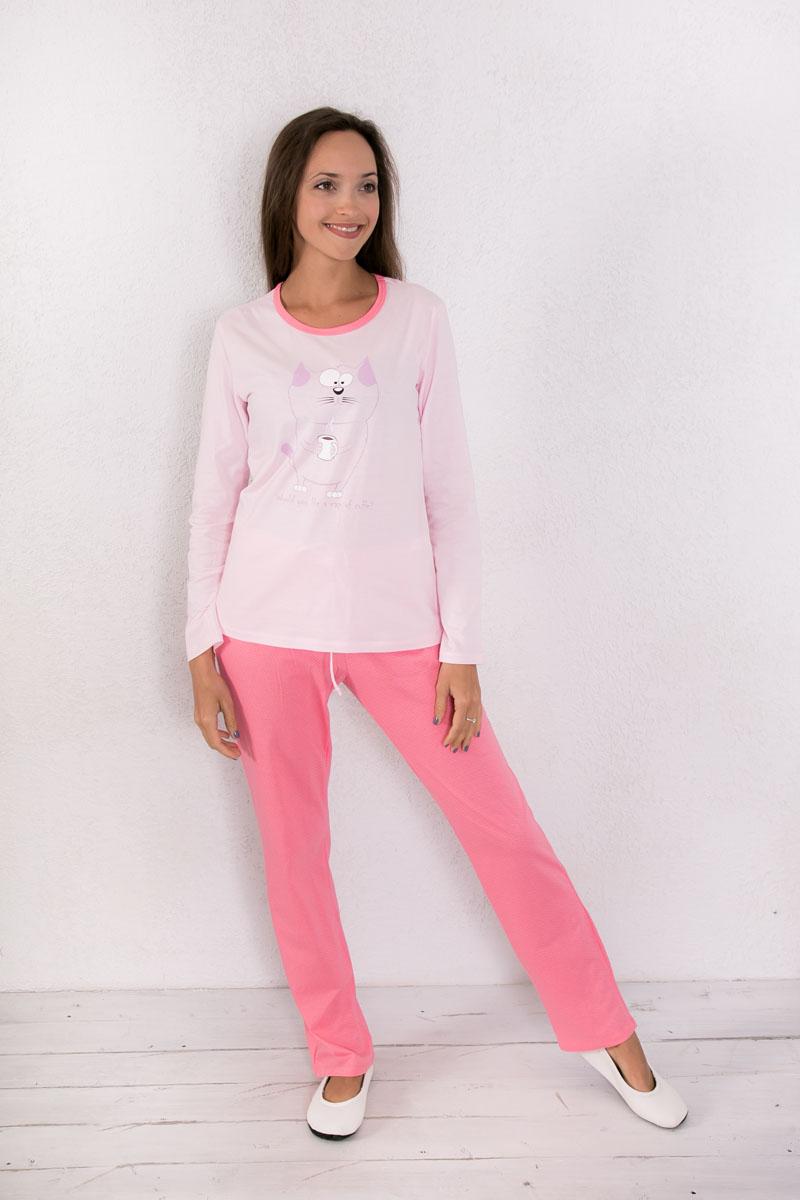 Домашний комплект7117150120Женский домашний комплект одежды Violett, состоящий из лонгслива и брюк, выполнен из натурального хлопка. Лонгслив с круглым вырезом горловины и длинными рукавами оформлен спереди изображением кота и надписью. Брюки прямого кроя, оформленные принтом в мелкий горох, имеют эластичный пояс на талии и дополнены затягивающимся шнурком. Вырез горловины лонгслива оформлен бейкой в тон брюк.