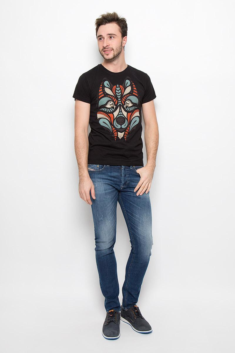ФутболкаFS-001_ВолкМужская футболка Frutto Rosso Волк выполнена из натурального хлопка. Горловина дополнена трикотажной резинкой. Спереди модель оформлена оригинальным изображением волка.