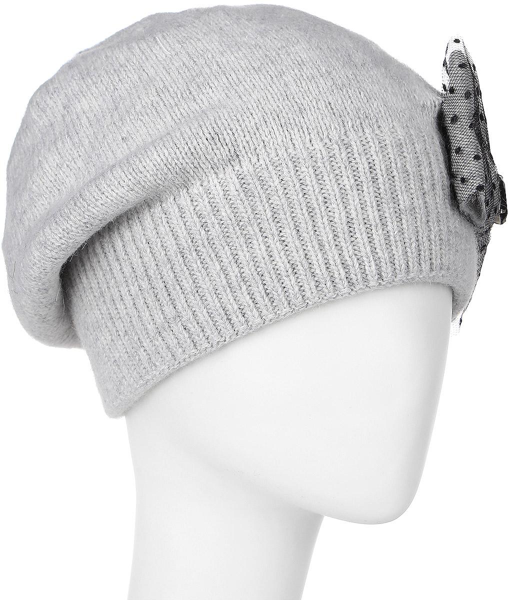 Шапка261881L-59Элегантная женская шапка Vittorio Richi отлично дополнит ваш образ в холодную погоду. Сочетание шерсти, ангоры и полиамида сохраняет тепло и обеспечивает удобную посадку, невероятную легкость и мягкость. Шапка по низу выполнена вязанной резинкой. Оформлена модель оригинальным бантом, который драпирован гипюром и дополнен декоративным камнем. Модель составит идеальный комплект с модной верхней одеждой, в ней вам будет уютно и тепло. Уважаемые клиенты! Размер, доступный для заказа, является обхватом головы.