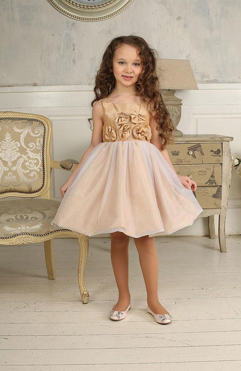 Платье185912Красивое платье для девочки Sweet Berry идеально подойдет вашей маленькой принцессе для праздничных мероприятий. Платье выполнено из полиэстера на подкладке из натурального хлопка, оно мягкое и приятное на ощупь, не сковывает движения малышки и позволяет коже дышать, не раздражает даже самую нежную и чувствительную кожу ребенка, обеспечивая ему наибольший комфорт. Платье с квадратным вырезом горловины и широкими бретелями имеет слегка завышенную линию талии. На спинке модель застегивается на молнию, что помогает с легкостью переодеть ребенка. От линии талии заложены складочки, придающие изделию пышность. Верхняя часть юбки-баллон выполнена из мягкой многослойной микросетки с блестящим напылением по всей поверхности. Пояс платья украшен декоративными элементами в виде цветов из ткани. Такое платье послужит отличным дополнением к детскому гардеробу. В нем ваша маленькая модница будет чувствовать себя комфортно, и всегда будет в центре внимания!