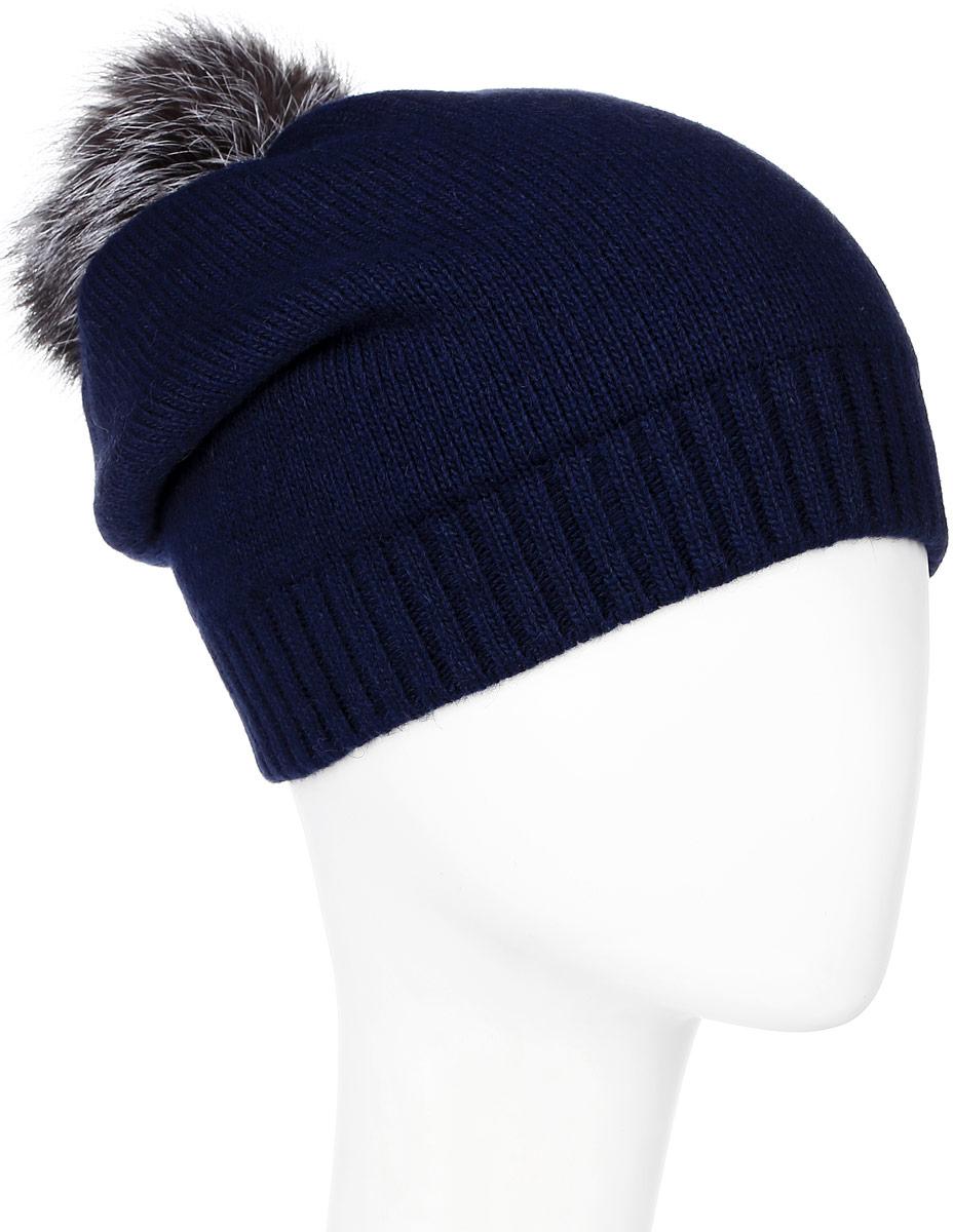 ШапкаMWH5300Теплая женская шапка Marhatter отлично дополнит ваш образ в холодную погоду. Сочетание из высококачественных материалов максимально сохраняет тепло и обеспечивает удобную посадку, невероятную легкость и мягкость. Удлиненная шапка выполнена в лаконичном однотонном стиле и дополнена на макушке пушистым помпоном из натурального меха чернобурки. Спереди модель дополнена небольшой нашивкой с названием бренда. Незаменимая вещь на прохладную погоду. Модель составит идеальный комплект с модной верхней одеждой, в ней вам будет уютно и тепло. Уважаемые клиенты! Размер, доступный для заказа, является обхватом головы.