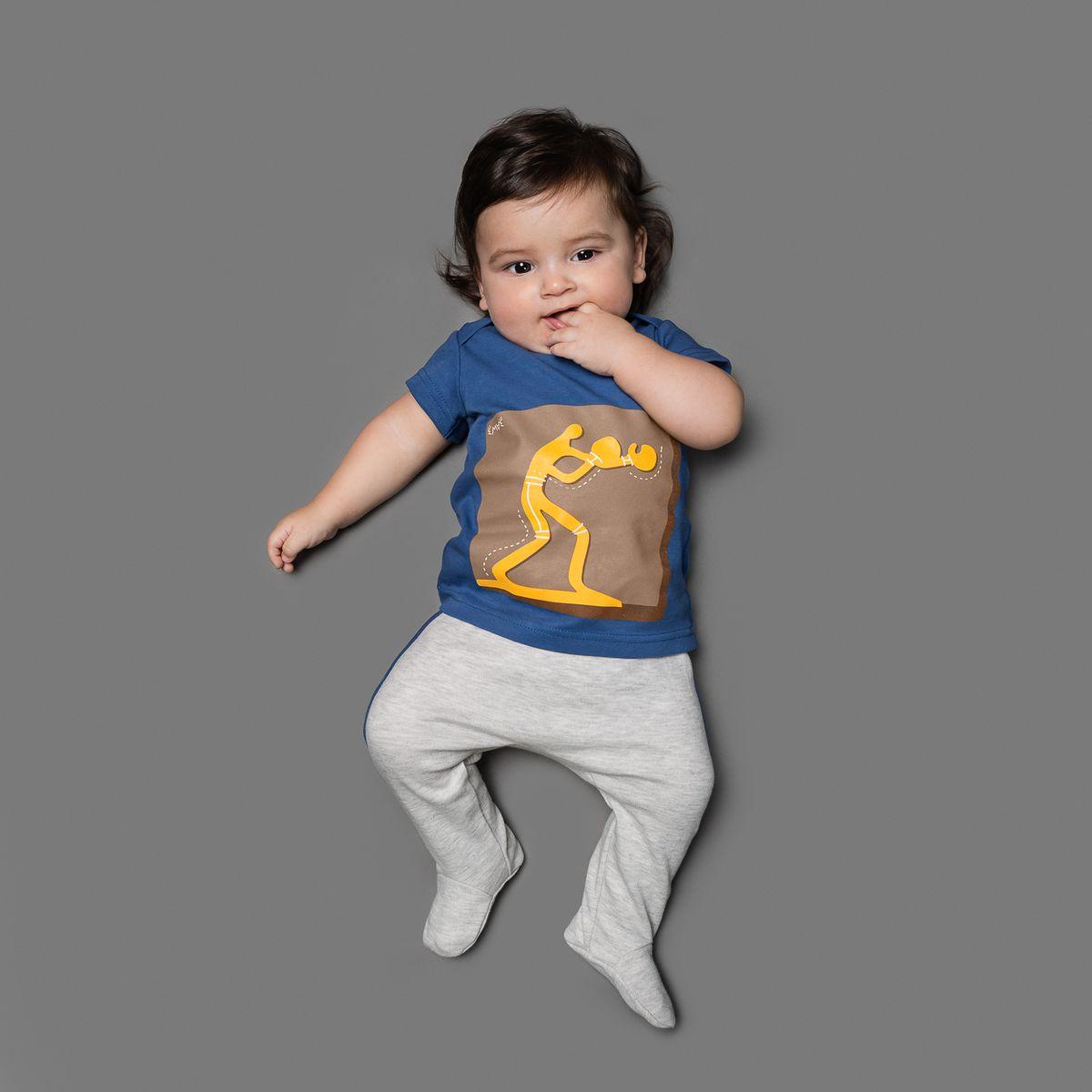 Ползунки26-252Ползунки для мальчика Ёмаё выполнены из натурального хлопка. Модель с закрытыми ножками подходят для ношения с подгузником и без него. На талии они имеют широкую трикотажную резинку, не сжимающую животик ребенка. Ползунки оформлены контрастными лампасами.