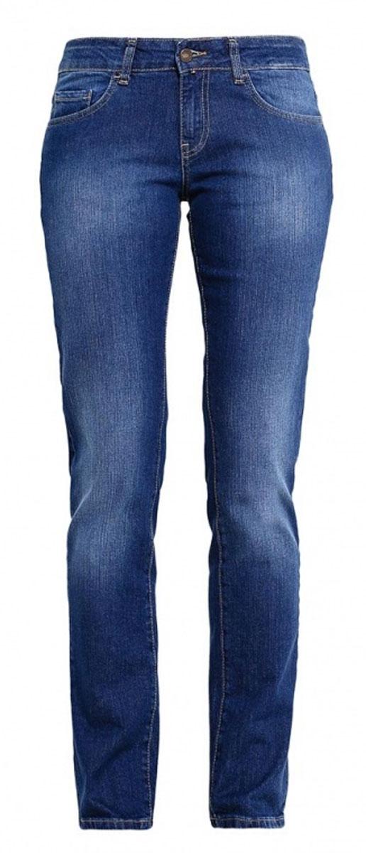 160245_19202_Blue denim 1632 str., w.mediumЖенские джинсы F5 выполнены из высококачественного эластичного хлопка. Джинсы прямого кроя и стандартной посадки застегиваются на пуговицу в поясе и ширинку на застежке-молнии, дополнены шлевками для ремня. Джинсы имеют классический пятикарманный крой: спереди модель дополнена двумя втачными карманами и одним маленьким накладным кармашком, а сзади - двумя накладными карманами. Джинсы украшены декоративными потертостями.