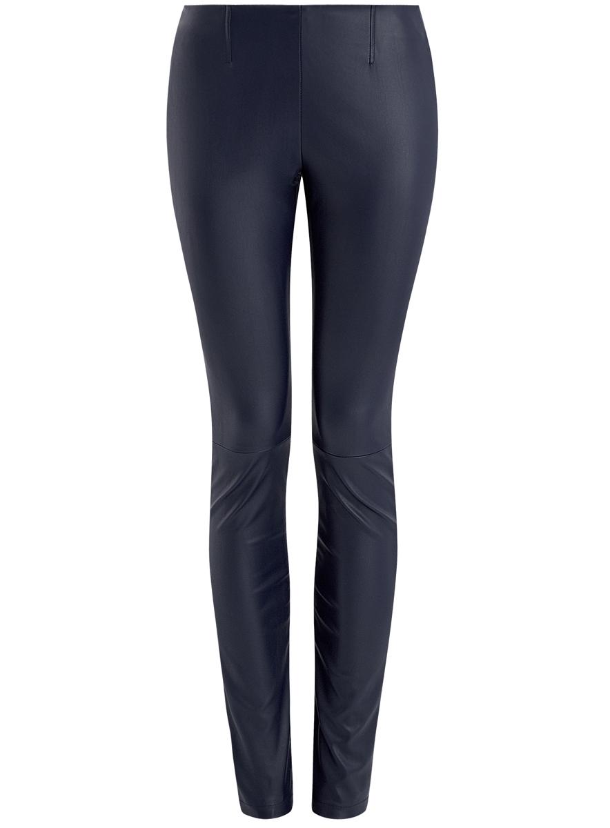 Брюки18G07003/45085/7900NЖенские брюки-скинни стандартной посадки изготовлены из искусственной кожи из полиэстера с полиуретановым покрытием. Брюки имеют широкую эластичную резинку на поясе сзади. Модель оформлена декоративными швами по бокам и по центру брючин.
