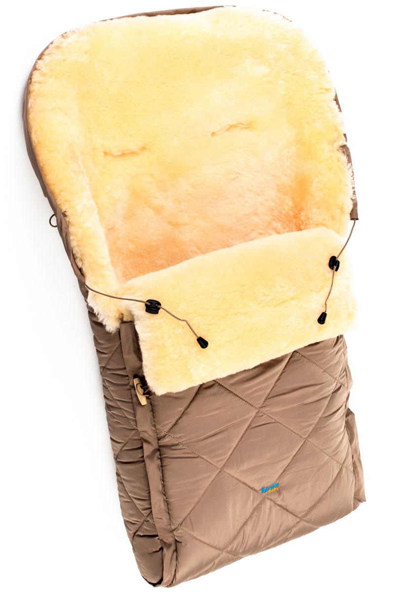 Конверт для прогулок/в коляскуCL10BEIGEДетский меховой конверт в коляску Ramili Baby Classic изготовлен из прочной микрофибры и высококачественной натуральной овчины. Конверт оснащен одной молнией и раскладывается на два автономных коврика. Верхняя часть фиксируется при помощи деревянных пуговиц. Овчина специальной выделки, в которой отсутствуют вредные вещества и тяжелые металлы, гипоаллергенна, отлично сохраняет тепло, обеспечивает циркуляцию воздуха внутри изделия. Детский конверт может использоваться с самого рождения. Конверт имеет 6 прорезей для ремня. Верхняя часть конверта собирается в капюшон при помощи шнурка-кулиски. Конверт расширен области головы, чем обеспечивается дополнительная защита от холода.